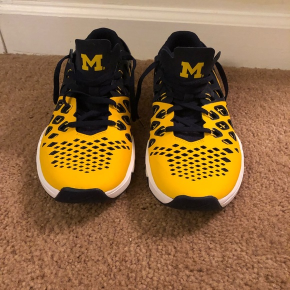 44f9288772e77 University of Michigan Nike sneakers. M 5c5c634c1b32949e8fbc822c